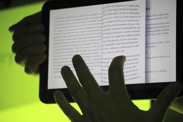 Google Play Books updated; new features include 'Read aloud' and 'pinch to zoom'
